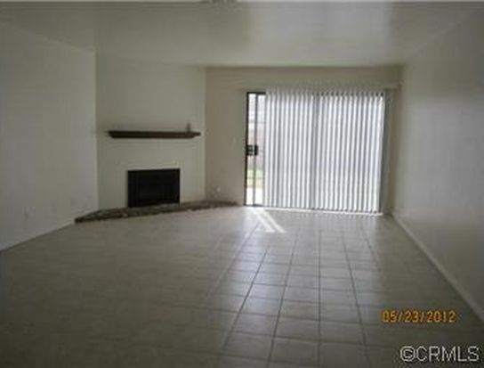 936 Fairway Dr APT 43, Colton, CA 92324