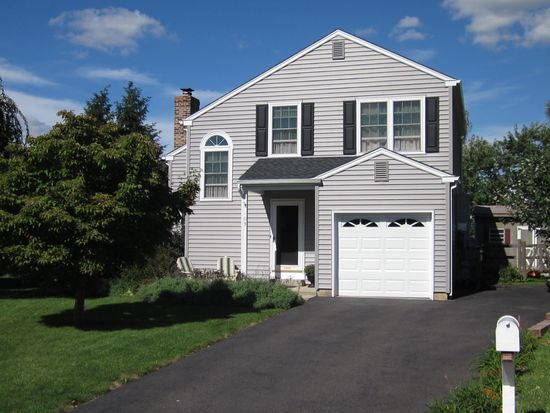 103 Country Side Ln, Telford, PA 18969
