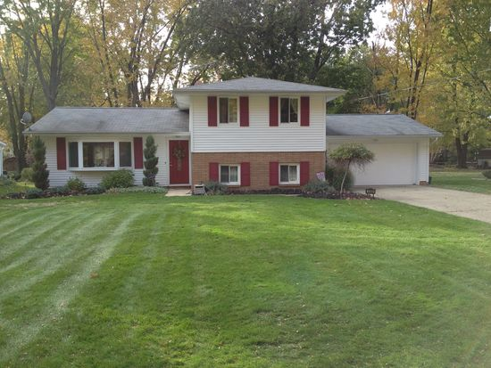 5998 Collins Rd, Mentor, OH 44060