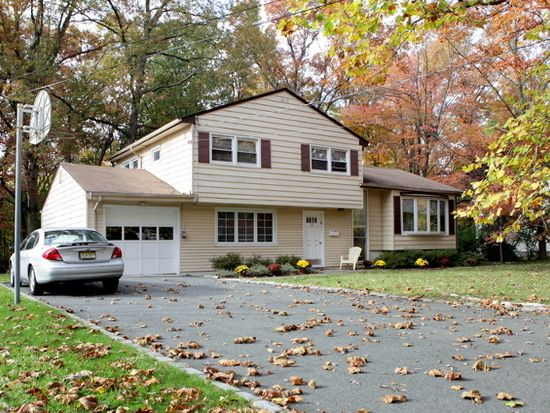 73 Falcon Rd, Livingston, NJ 07039