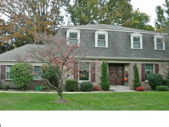 10 Saint Michaels Ct, Churchville, PA 18966
