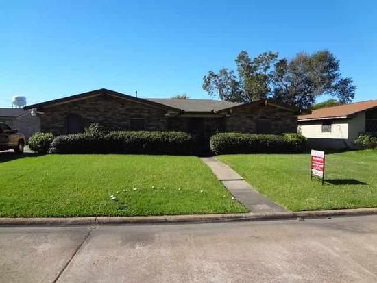 2331 Berry Ave, Groves, TX 77619