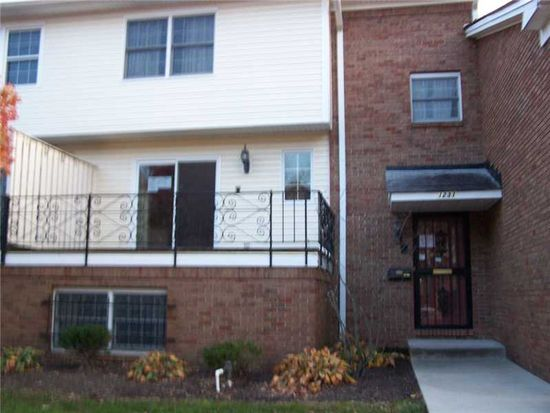 1231 Kings Cove Ct, Indianapolis, IN 46260