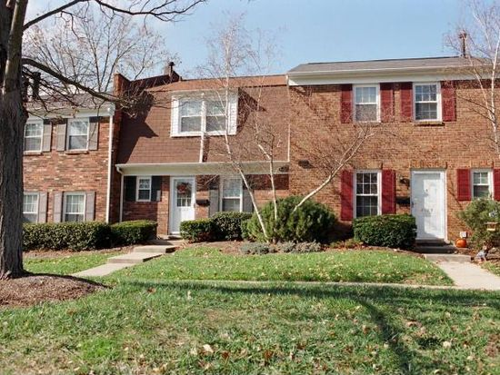 8133 Village Dr, Cincinnati, OH 45242