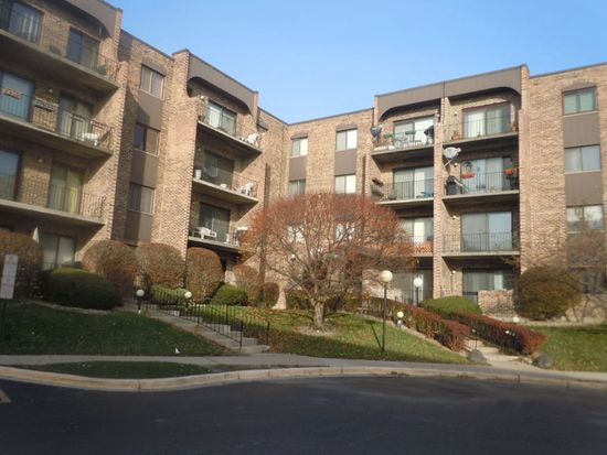601 W Huntington Commons Rd APT 301, Mount Prospect, IL 60056
