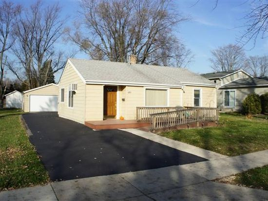 610 W Courtland St, Mundelein, IL 60060