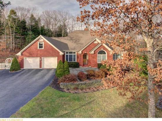 6 Inverness Rd, Falmouth, ME 04105