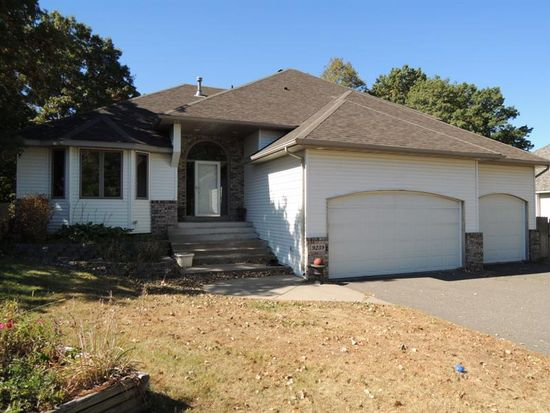 9239 Unity St NW, Coon Rapids, MN 55433