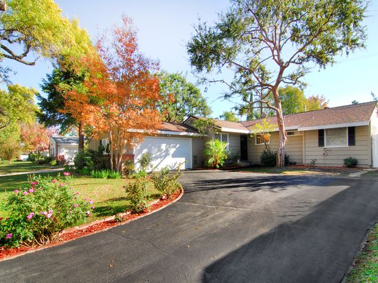 22720 Collins St, Woodland Hills, CA 91367