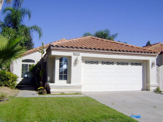 7559 Sweetwater Ln, Highland, CA 92346