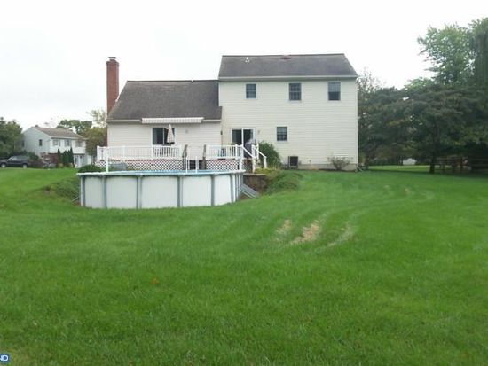 17 Quail Ln, Honey Brook, PA 19344