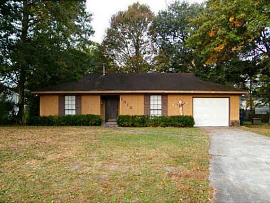 1013 Debbie St, Savannah, GA 31410