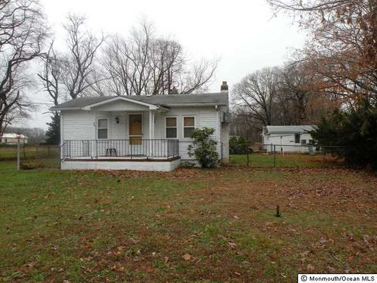 86 Tinton Falls Rd, Farmingdale, NJ 07727