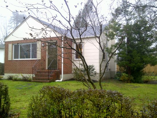 168 Eugene St, Holbrook, NY 11741