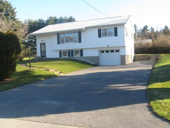 306 Wildwood Dr, Wappingers Falls, NY 12590