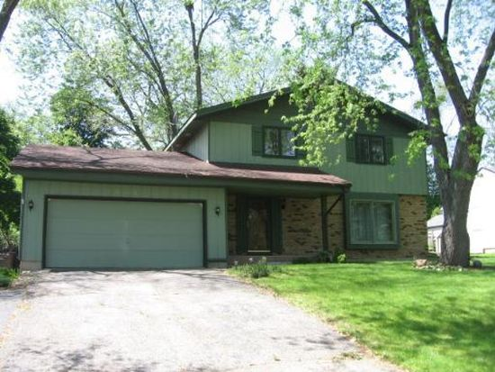 201 Indian Trl, Lake In The Hills, IL 60156