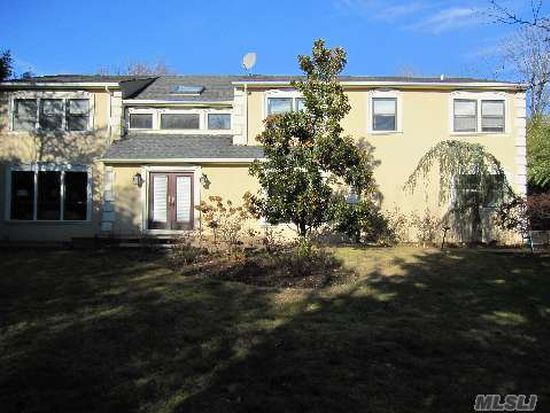 32 Carriage Rd, Kings Point, NY 11024