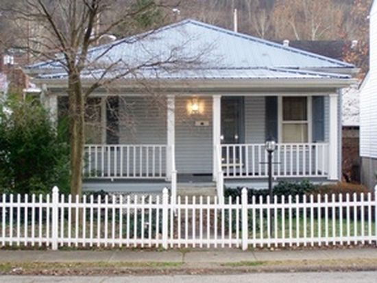 513 5th Ave, Montgomery, WV 25136
