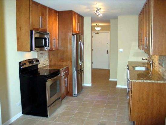 1655 Lake Cook Rd APT 247, Highland Park, IL 60035