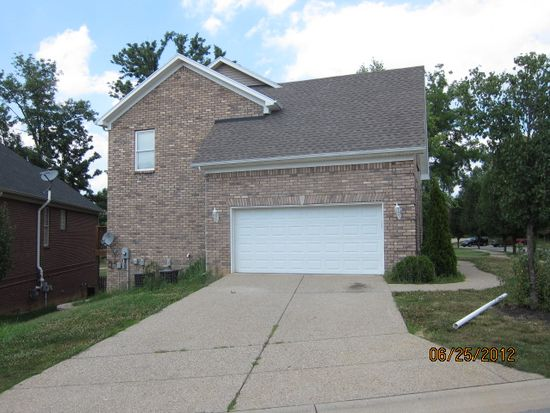 4010 Sunny Crossing Dr, Louisville, KY 40299