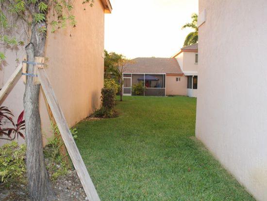 574 NW 208th Dr, Pembroke Pines, FL 33029