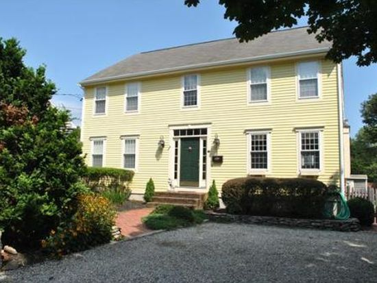 53 Chestnut St, Dartmouth, MA 02748