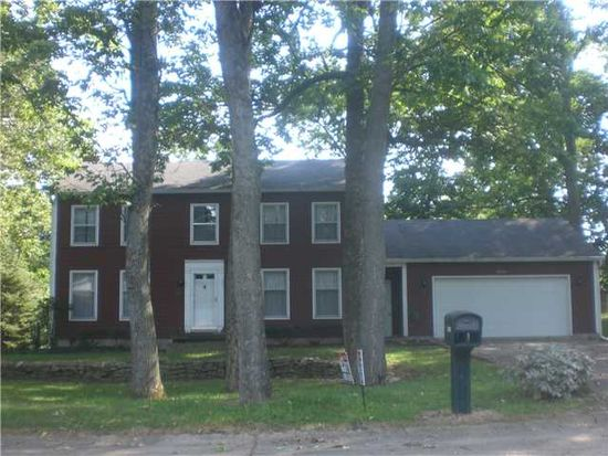 2725 Greenbriar Rd, Anderson, IN 46011