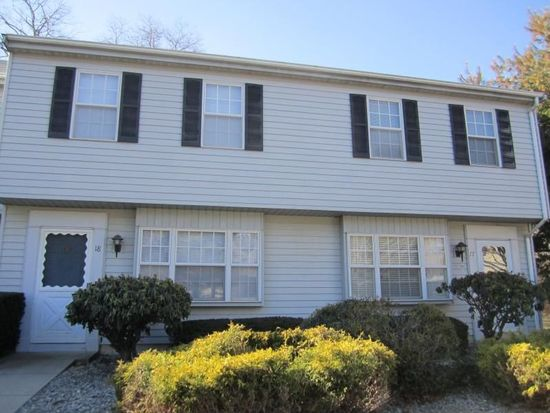 18 Founders Vlg, Clinton, CT 06413