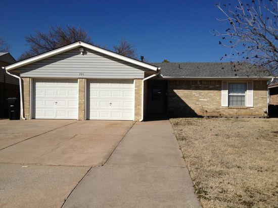 705 NW 17th St, Moore, OK 73160