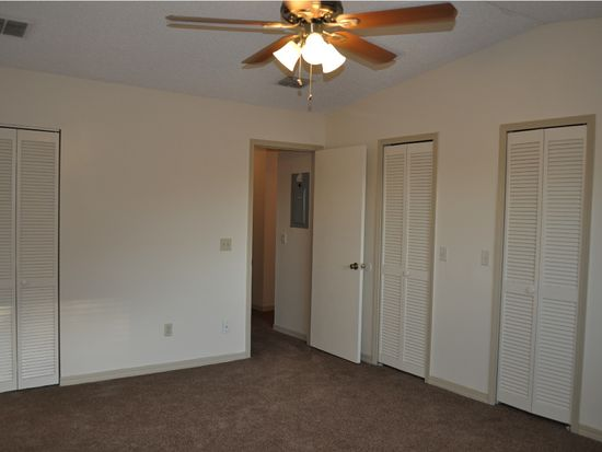 1049 Lee Rd, Jacksonville, FL 32225
