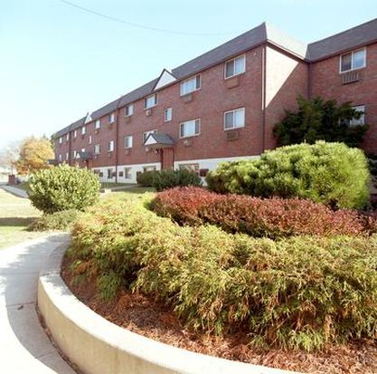 8723 W Chester Pike APT J10, Upper Darby, PA 19082