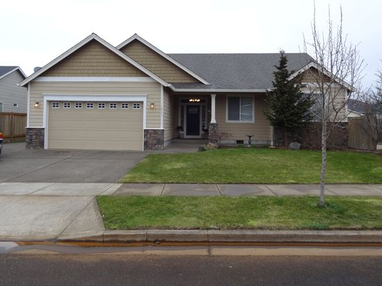 1411 Flintlock St, Silverton, OR 97381