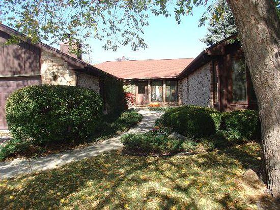 620 Edgebrook Dr, Crystal Lake, IL 60014