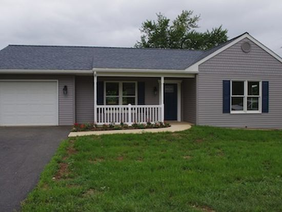 6 Lucy Ave, Hummelstown, PA 17036