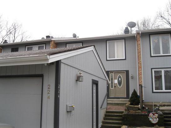 224 Oakwood Ln, Bloomingdale, IL 60108