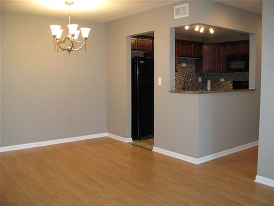 7460 Grand Ave APT 101, Downers Grove, IL 60516