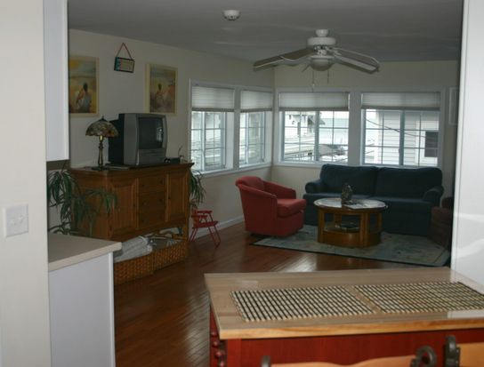 6 Ashworth Ave # 40, Hampton, NH 03842