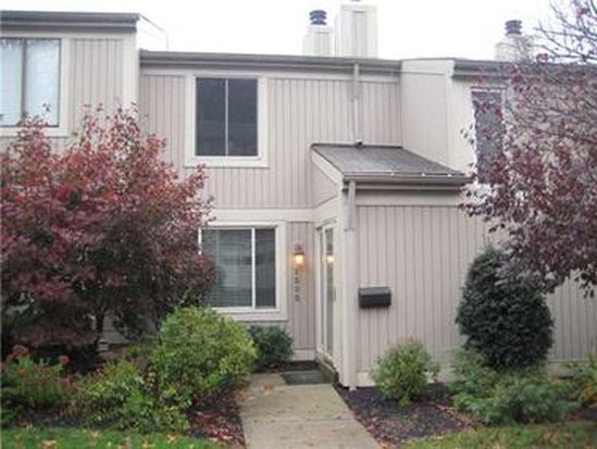 1555 Pineview Dr, Upper St Clair, PA 15241