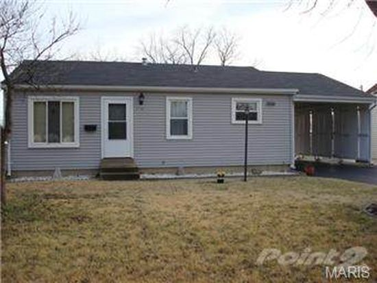 2706 Chatham Dr, Maryland Heights, MO 63043