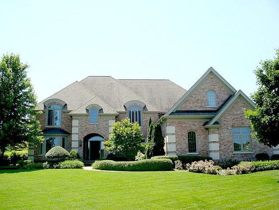 38W497 Clubhouse Dr, Saint Charles, IL 60175