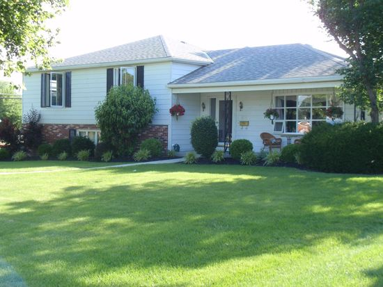 700 Londonderry Dr, Findlay, OH 45840