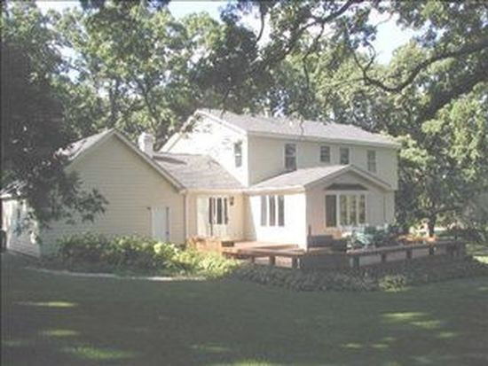 3321 Hidden Lake Dr, Woodstock, IL 60098