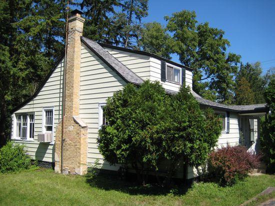 1212 Bayview Rd, Fox River Grove, IL 60021