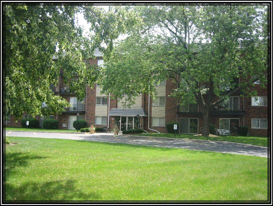 100 W Park Circle Dr APT 2H, Wheaton, IL 60187