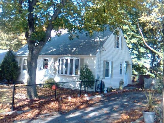 16 Almond St, Lincoln, RI 02865