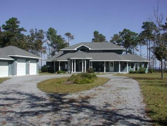 492 Sandy Point Dr, Beaufort, NC 28516