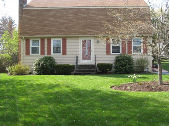 2 Conlyn Ave, Franklin, MA 02038