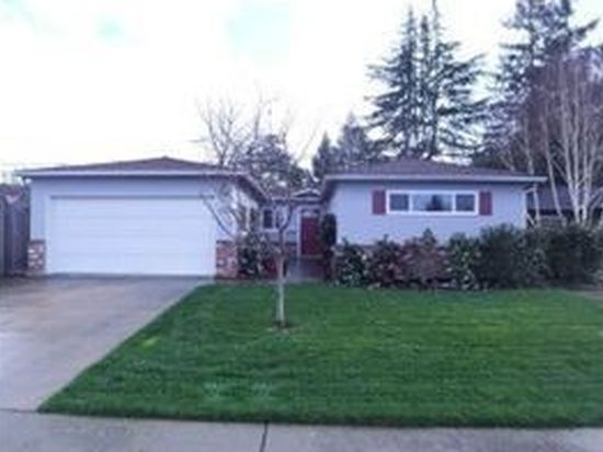1343 Gilmore St, Mountain View, CA 94040