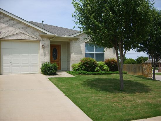 1417 Cattle Crossing Dr, Fort Worth, TX 76131