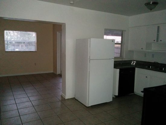 8727 Beverly Dr, Temple Terrace, FL 33617